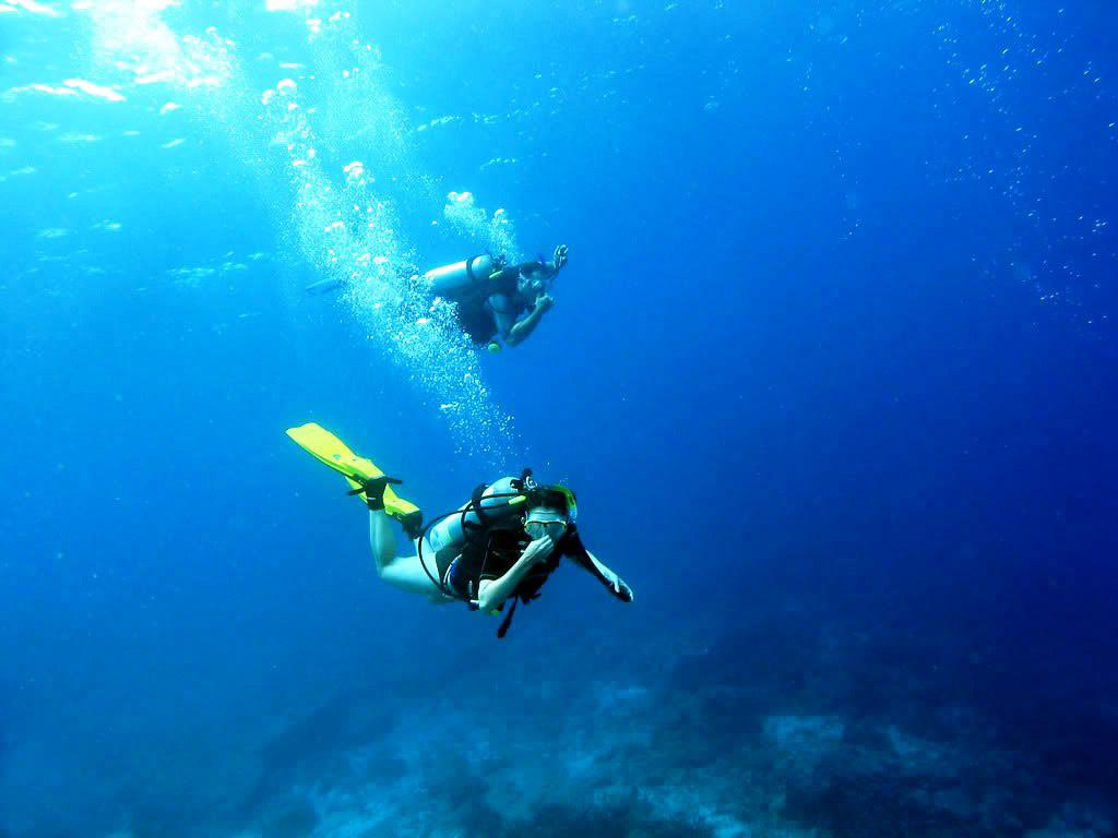 在玛岛水肺潜水