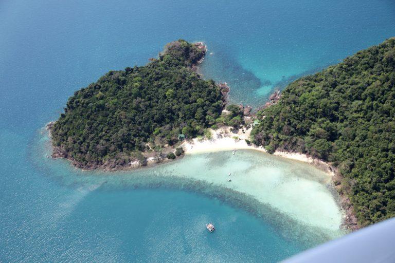 在玛岛跳岛