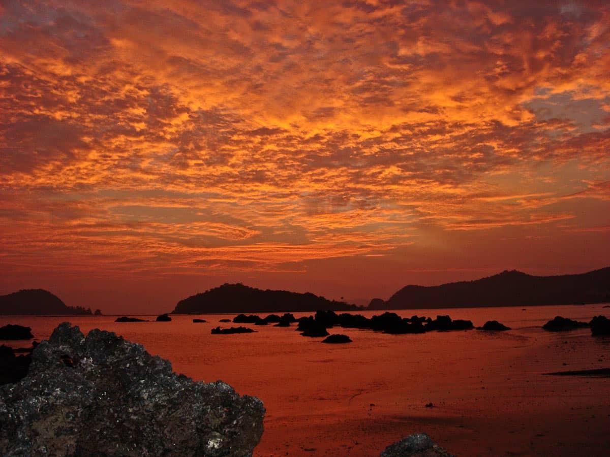 玛岛令人印象深刻的日落及美丽的天空
